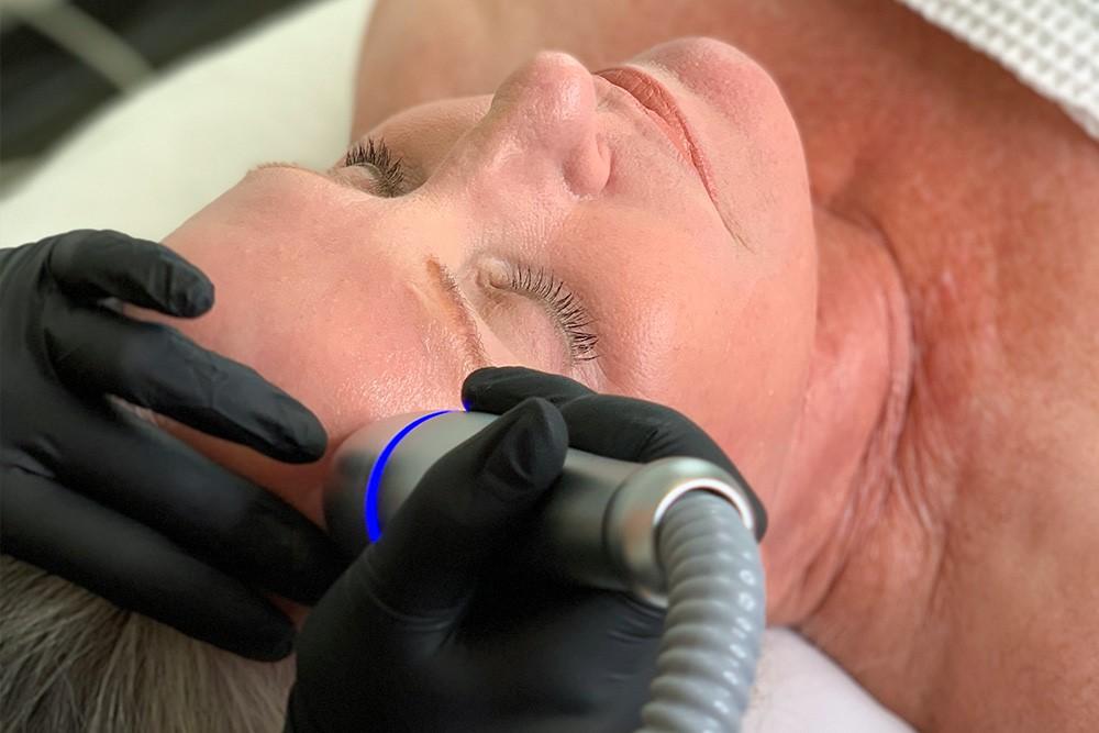 desuar-coolrestore-cryorestore-face-treatment